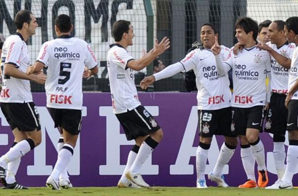 c05efc5ee17a2 FOTOS  Brasileirão 2011 - Corinthians 2 x 0 Fluminense