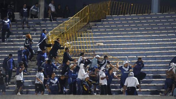 Torcedores entraram em conflito nesta terça-feira em Montevideu