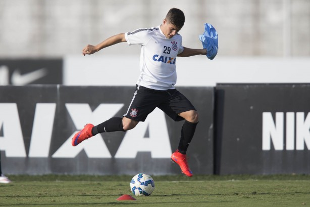 Cassini segue treinando normalmente com elenco do Corinthians