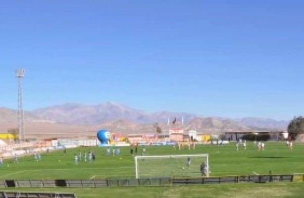 O estádio do Cobresal fica no deserto do Atacama, no Chile