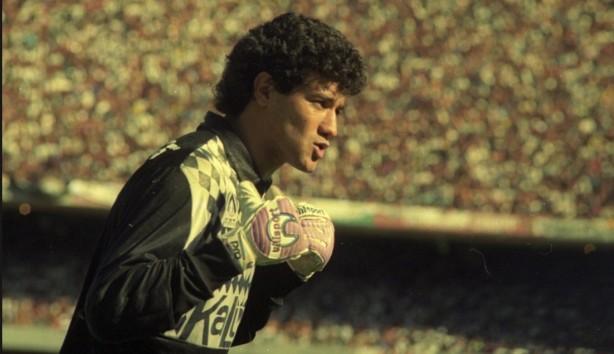 Camisa de Ronaldo no título de 1990 tem réplica vendida no ShopTimão e55a707d273b2