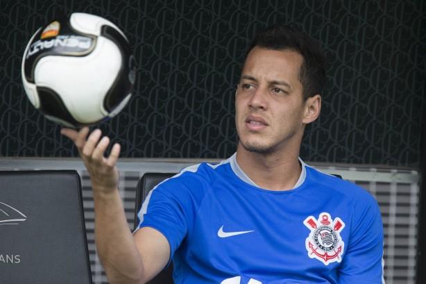 Rodriguinho renovou o seu contrato por um temporada com o Timão 447692b91162c