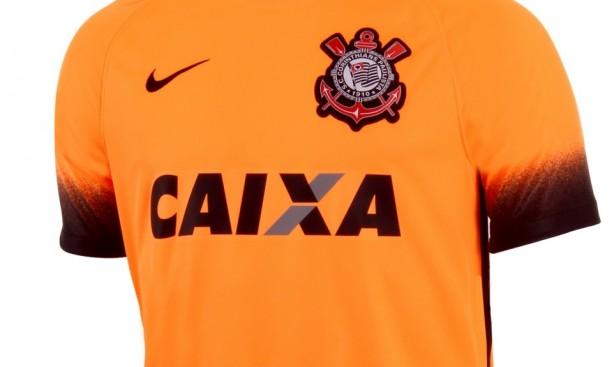 28406fdafa688 Ela voltou  camisa laranja está à venda na loja da Nike