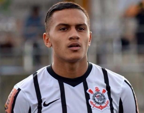 fdd48f74e5 Timão bate Atlético-PR e se mantém vivo no Brasileiro Sub-20