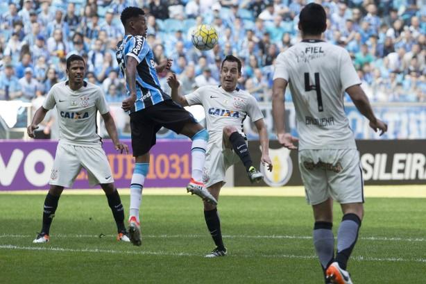 Derrota faz Corinthians perder posto de melhor defesa do Brasileiro 527b8210a75db