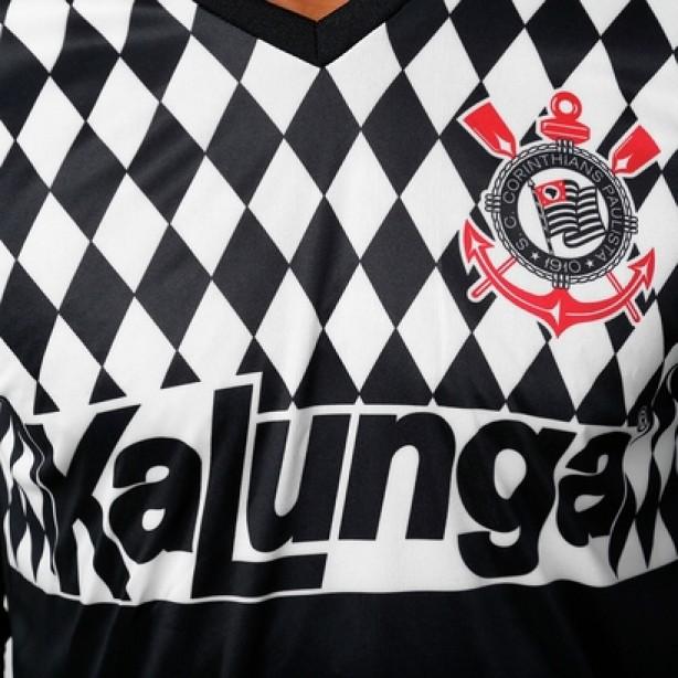 Detalhe da camisa réplica do modelo utilizado por Ronaldo Giovanelli a7218a3c1be4d