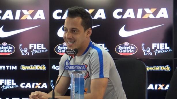 Rodriguinho pede cautela e promete entrega em campo contra o Flamengo 4284018d19b80