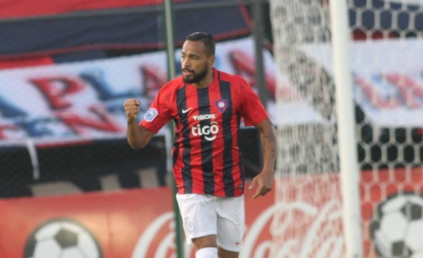 Empresário garante interesse do Corinthians em Álvaro Pereira ... bd6e49d0fb929