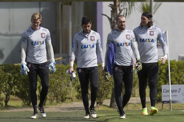 Corinthians oficializa saída de goleiro para clube catarinense e86e7ff7e5267