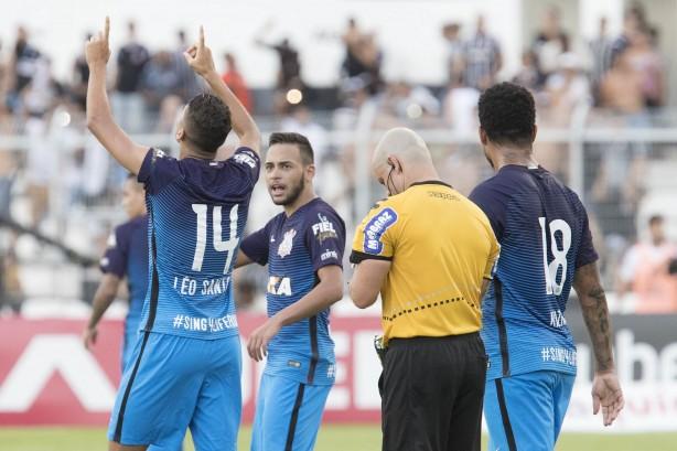 Léo Santos marcou e garantiu o empate para o Corinthians c25f2fc80e0ed