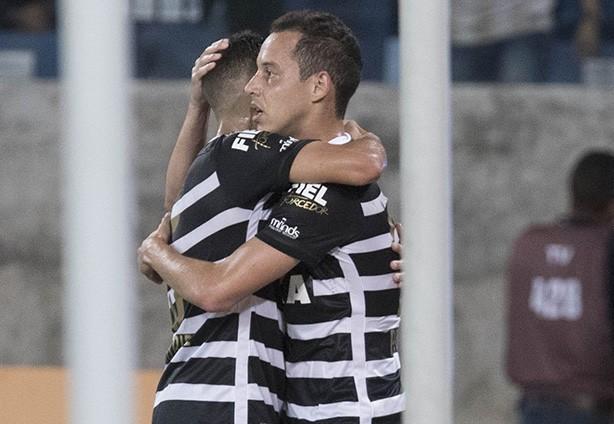 Rodriguinho fez o segundo gol do Corinthians contra o São Paulo 019f0b2af9e51