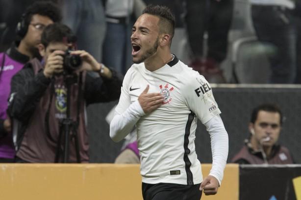 Maycon comemora gol sobre o Internacional 397a70fa1e0a9