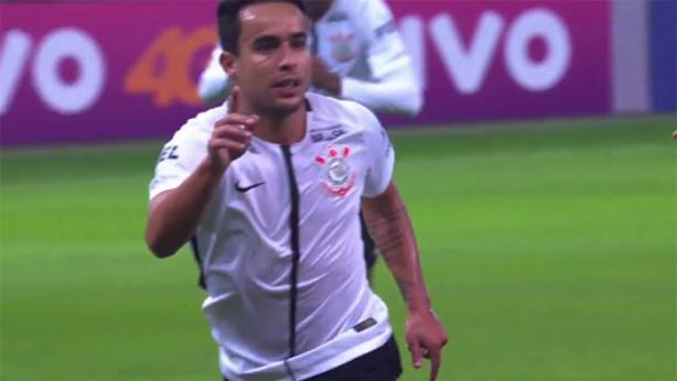 Jadson comemorando o primeiro gol do Corinthians contra o Palmeiras d04a03950fb67