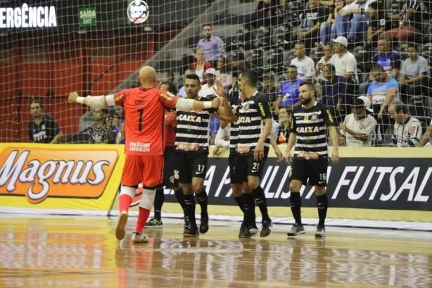 Liga Paulista de Futsal conhece primeiro finalista  Corinthians UNIP ... 07fc55ea5350b