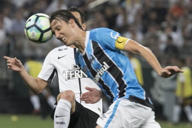 Geromel viu sua defesa passar ilesa diante do Corinthians da1651346c41b
