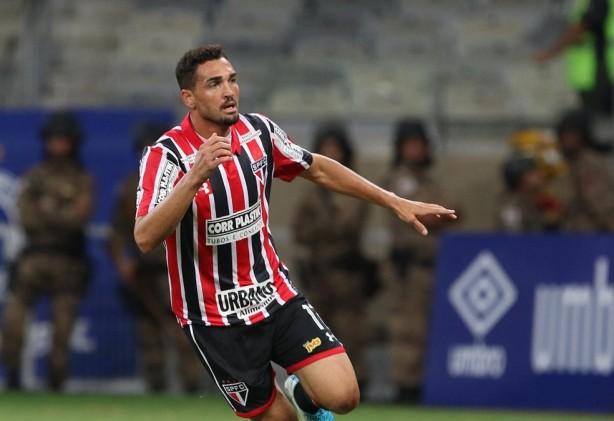 93137e03c1 Corinthians oferece dois anos de contrato a Gilberto