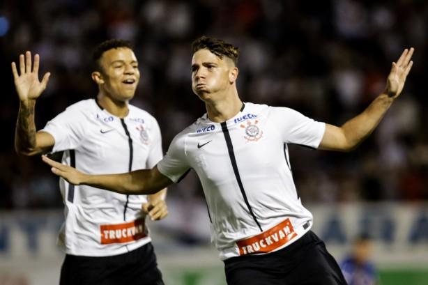 58b60bbb15 João Pedro comemora primeiro gol na Copinha  Timão segue embalado em busca  do 11º título