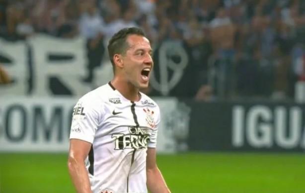 Corinthians e Palmeiras disputaram o primeiro clássico do ano neste sábado 659e0d679b100