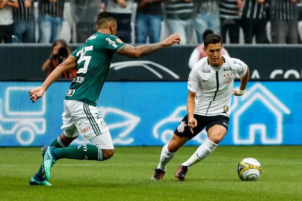 68c765a893 Vital em ação contra Palmeiras  meia quer se manter entre titulares do  Timão no Brasileiro