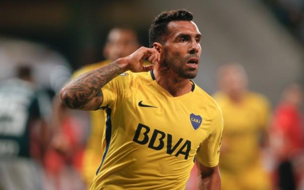 Tevez comemorou provocando a torcida do Palmeiras pelas vaias e xingamentos  durante o jogo 7a9ee209a3384