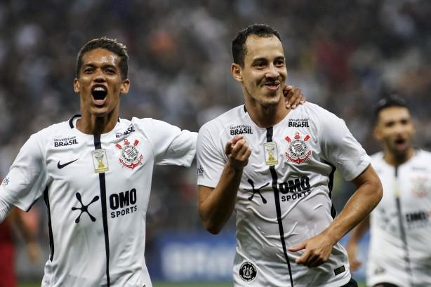 6e1d69bf41 Jogadores do Corinthians suaram e o patrocínio foi revelado na camisa
