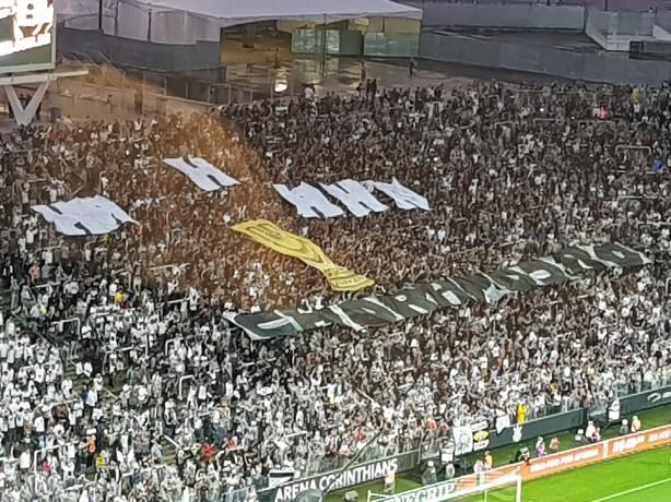 Organizadas do Corinthians provocam rival com mosaico na Arena ... 4eeb5e5413f01