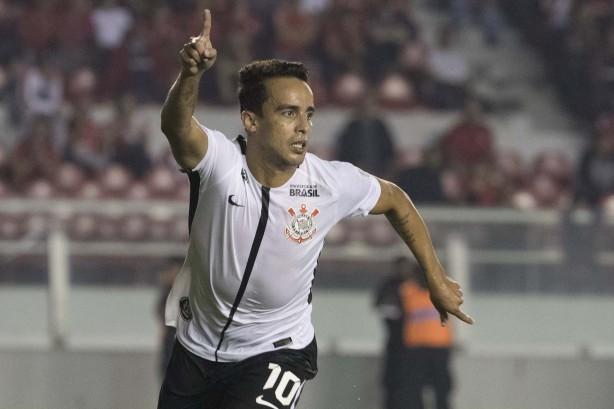 Corinthians  goleia  Independiente por 1 a 0 e assume liderança ... 5278422b59f77