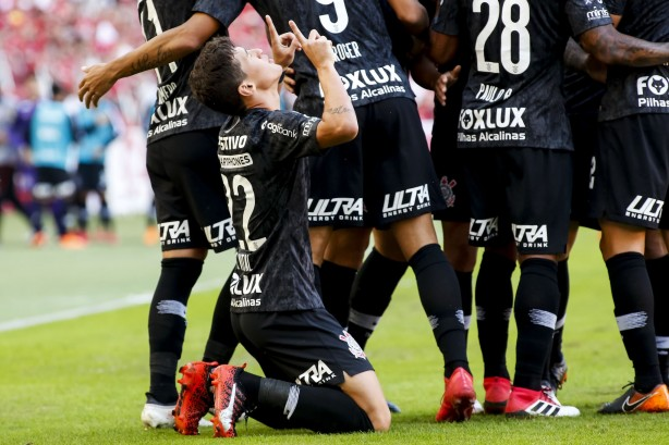 a14cb145d7 Mateus Vital faz seu primeiro gol pelo Corinthians   Fiz ali o papel ...