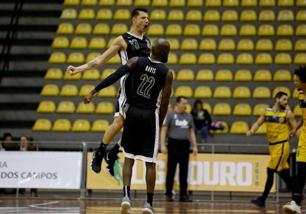 Corinthians iniciará venda de camisas do basquete à Fiel e aposta em ... a2471315d90