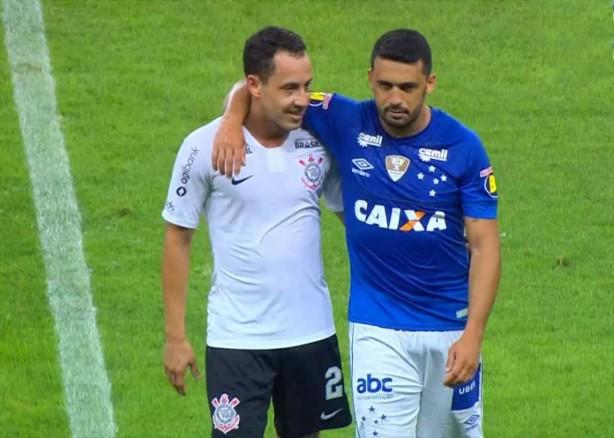 Corinthians e Cruzeiro disputaram amistoso durante intertemporada da Copa  do Mundo 79c6f1fa58bc2
