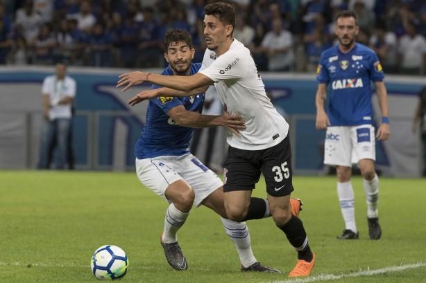 9fed46ffef Danilo Avelar comemora desempenho em estreia pelo Corinthians e ...
