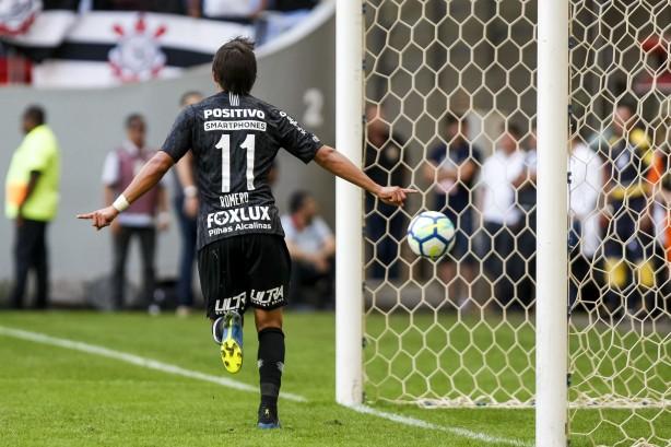 Artilheiro Romero comemora um de seus gols na vitória sobre o Vasco da Gama ce5918b971bb3