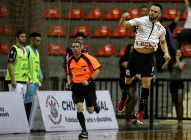b0f6cc3ce0cda Corinthians vence mais uma e garante playoffs no Parque São Jorge na ...