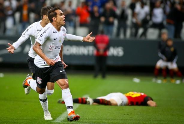 2b4b057120 Jadson comemorou seu 47º gol pelo Corinthians diante do Sport  meia é o  quinto artilheiro