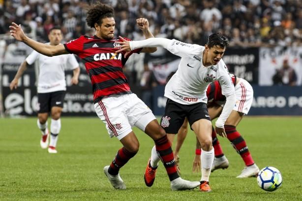 9103457241 Mateus Vital ganhou novo status com Jair Ventura e agora é titular do  Corinthians