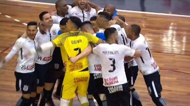 Corinthians bate Joinville e é campeão da Copa do Brasil de Futsal