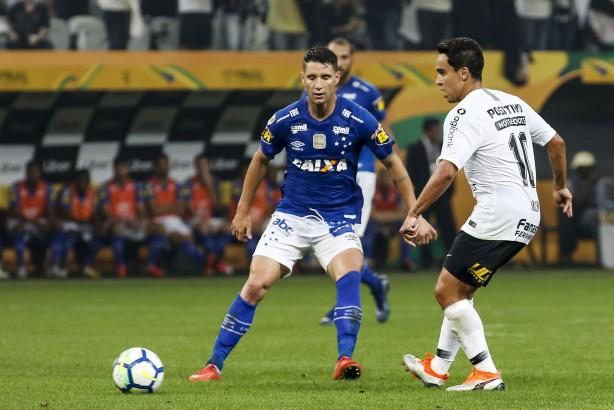 Após ser ameaçado, Thiago Neves, do Cruzeiro, pede desculpas por provocações ao Corinthians e Atlético