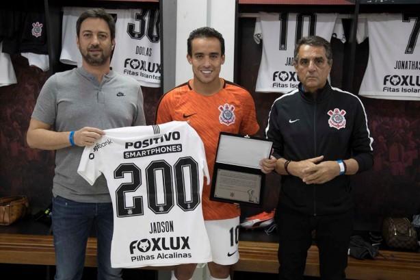 26bfc9012a Jadson ganha placa comemorativa pela marca de 200 jogos com a camisa ...