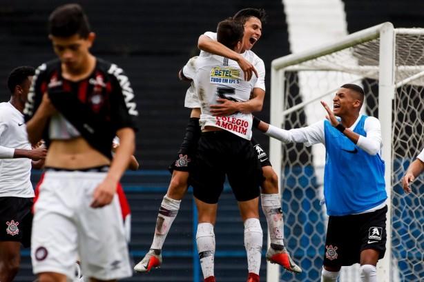 Corinthians bate Atlético-PR e carimba vaga nas quartas de final da ... 7698e492c4219