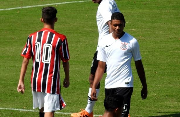 Corinthians e São Paulo se enfrentaram pela semifinal do Paulista Sub-15 cb5ee19e2a23f