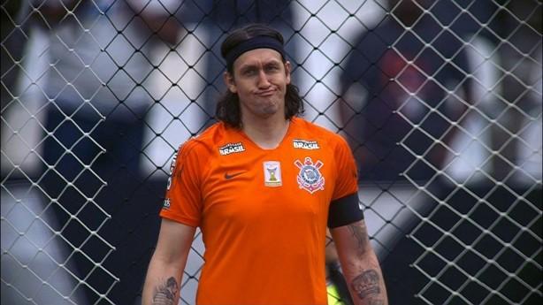 cd0aab0779 Cássio não parece ter gostado nem um pouco da atuação do Corinthians neste  domingo
