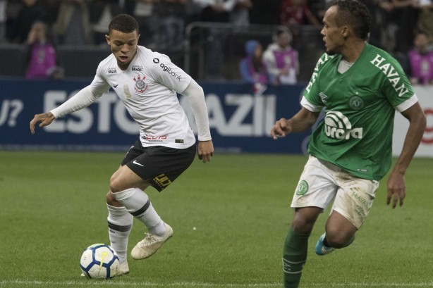 fb350a847d Rafael Bilu comemora estreia pelo profissional do Corinthians e ...