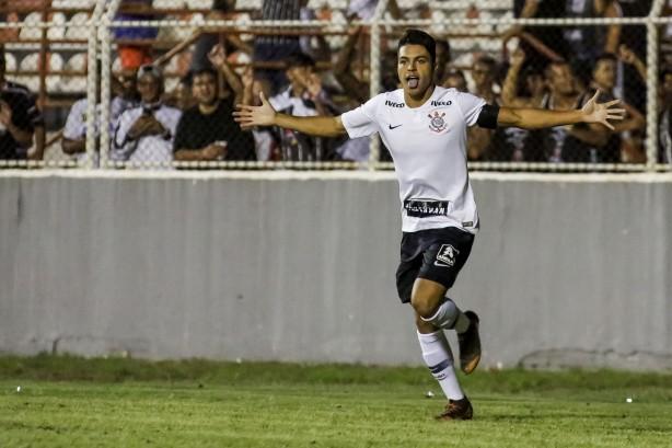 Volante Roni já soma três gols em três jogos na atual edição da Copinha 9ea81ce0c90ec