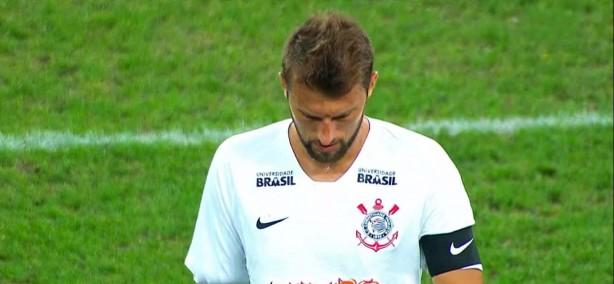 Zagueiro Henrique vestiu a braçadeira de capitão do Timão nesta quarta fdf3e477e8405