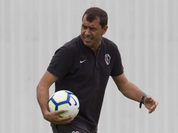 Carille vê número de defensores aumentar enquanto tenta encontrar escalação  ideal do Corinthians f51d2c897a71d