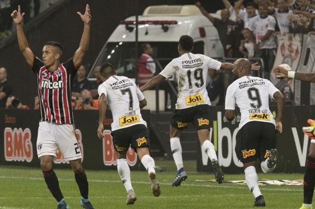 90ceac75bf Gustagol fez o segundo do Corinthians e recolocou a equipe à frente do  placar contra o