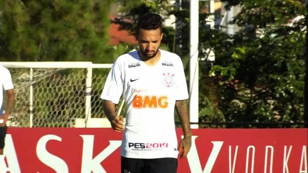 8cb27a992b02c Corinthians volta a sofrer com bola aérea e fica no empate contra o ...