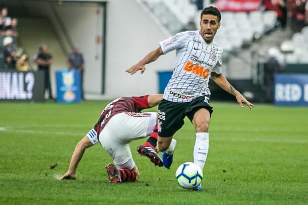 Gabriel não guarda rancor do Botafogo e fala sobre possibilidade de sair do Corinthians