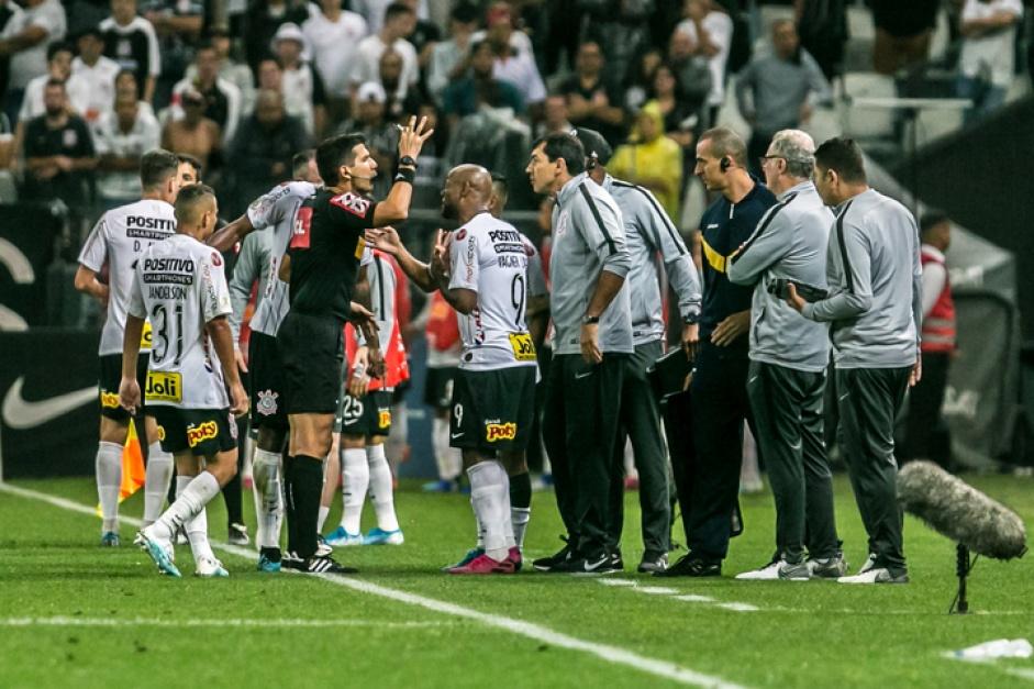 Corinthians leva a virada e perde para o Cruzeiro por 2 a 1 em Itaquera; Carille foi expulso no segundo tempo