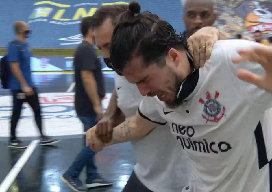 Fiel se revolta com Liga Nacional de Futsal após publicação sobre atleta do Corinthians